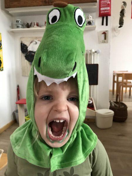 Kind im Krokodilkostüm ~ Kindertagespflege Momela ~ Tagesmutter in Saarbrücken und Saarpfalz